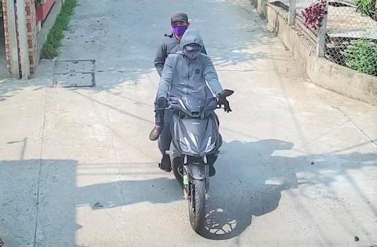 Camera ghi lại hình ảnh hai thanh niên có hành vi trộm cắp. Ảnh: Công an cung cấp