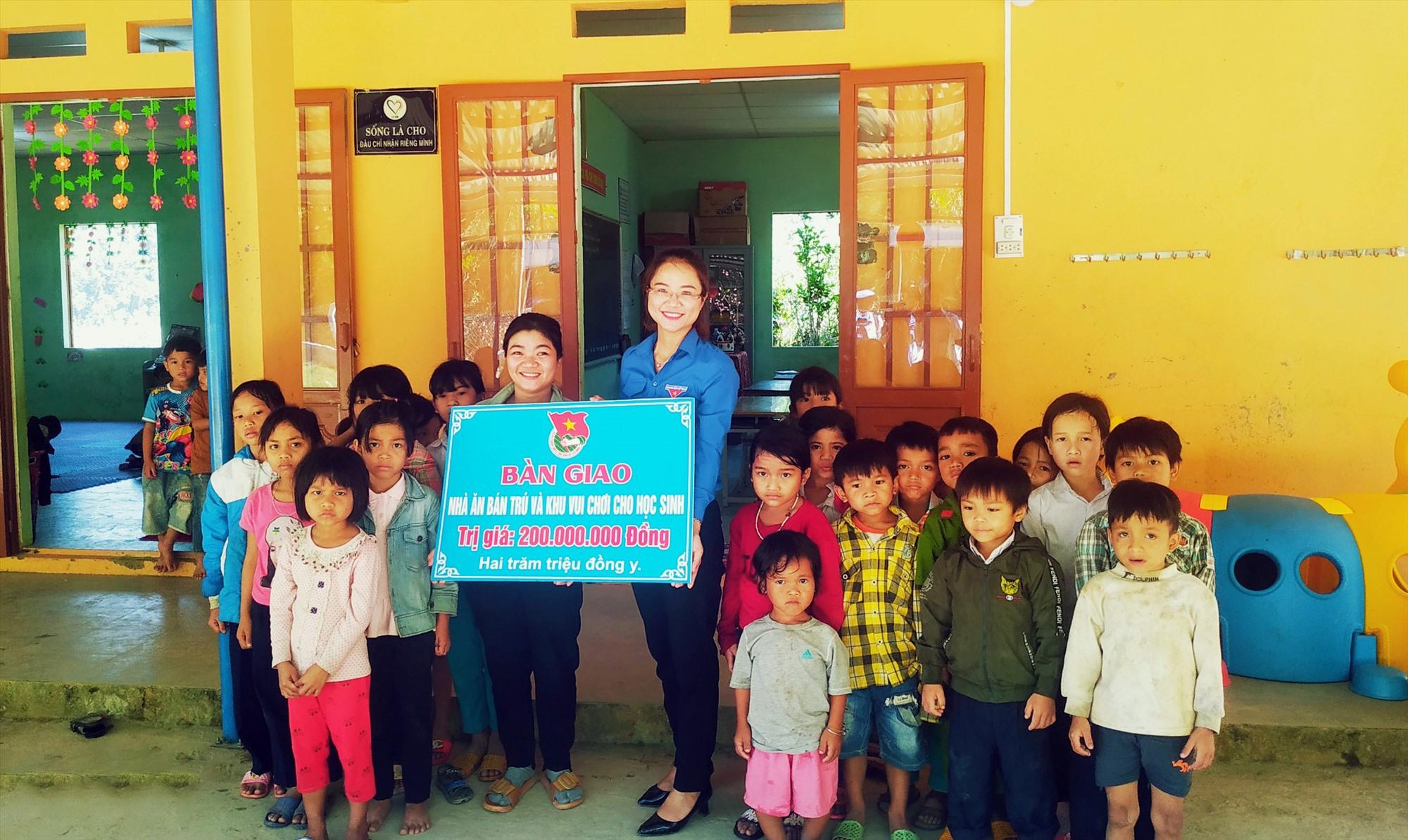 Khánh thành nhà ăn bán trú, khu vui chơi tại điểm trường mẫu giáo thôn 3, Trà Mai.