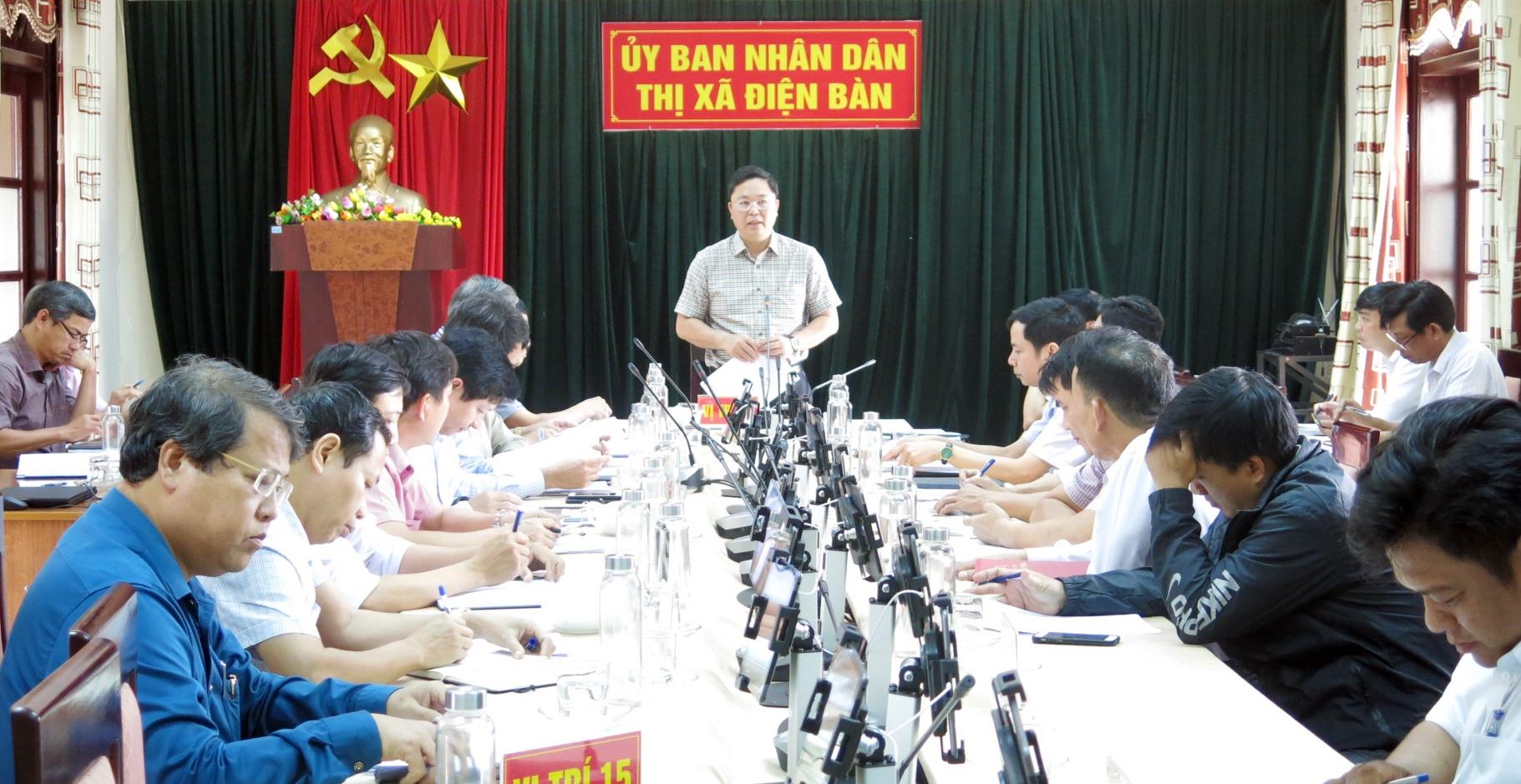 ...và chủ trì cuộc họp với thị xã Điện Bàn.