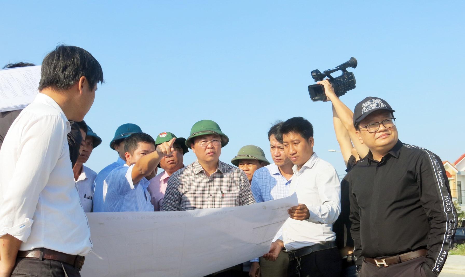 Chủ tịch UBND tỉnh Lê Trí Thanh kiểm tra thực tế...