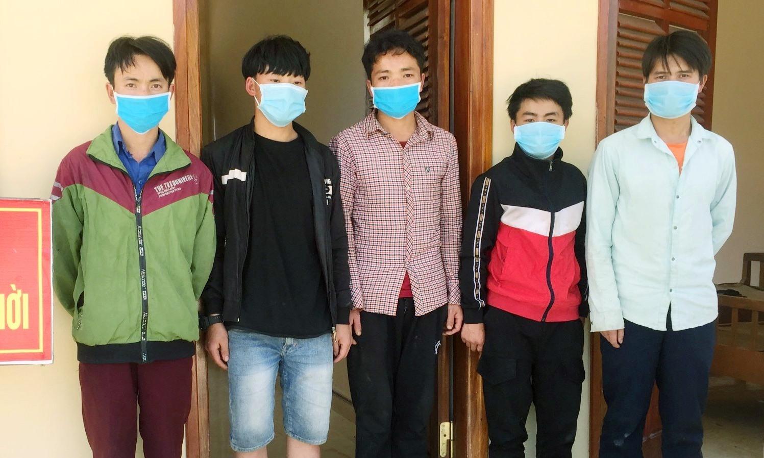 Năm người vượt biên trái phép cùng trú tỉnh Lai Châu. Ảnh: H.A