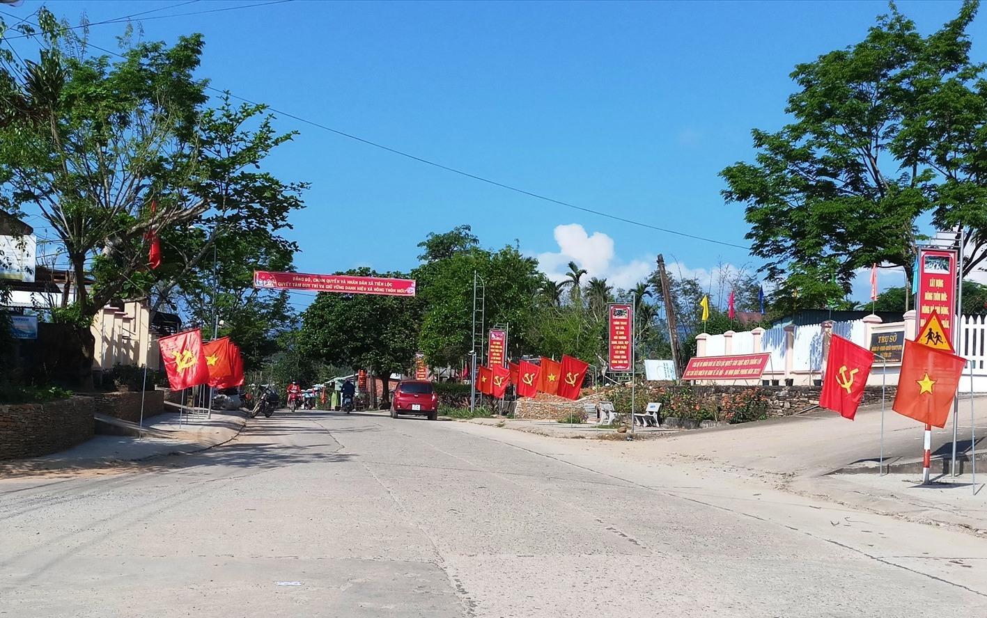 Đường giao thông trên địa bàn xã Tiên Lộc được đầu tư kháng trang sạch đẹp.
