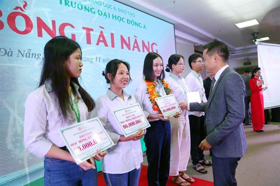 ĐH Đông Á dành hơn 100 tỷ đồng trao học bổng tài năng cho tân sinh viên