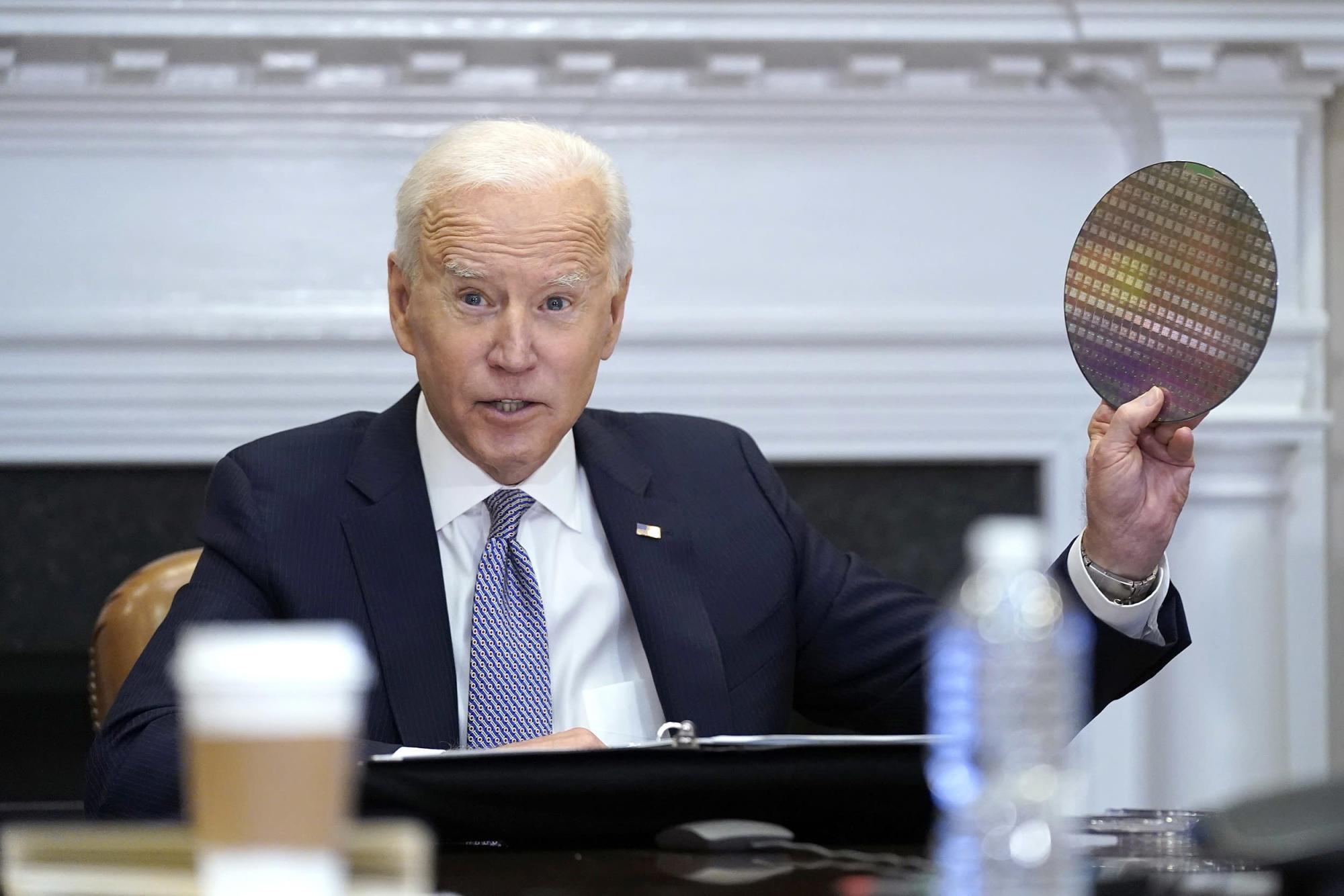 Cuộc họp của ông Biden diễn ra trong bối cảnh tình trạng thiếu chip toàn cầu tiếp tục ảnh hưởng đến nhiều ngành công nghiệp. Ảnh: Yahoo News