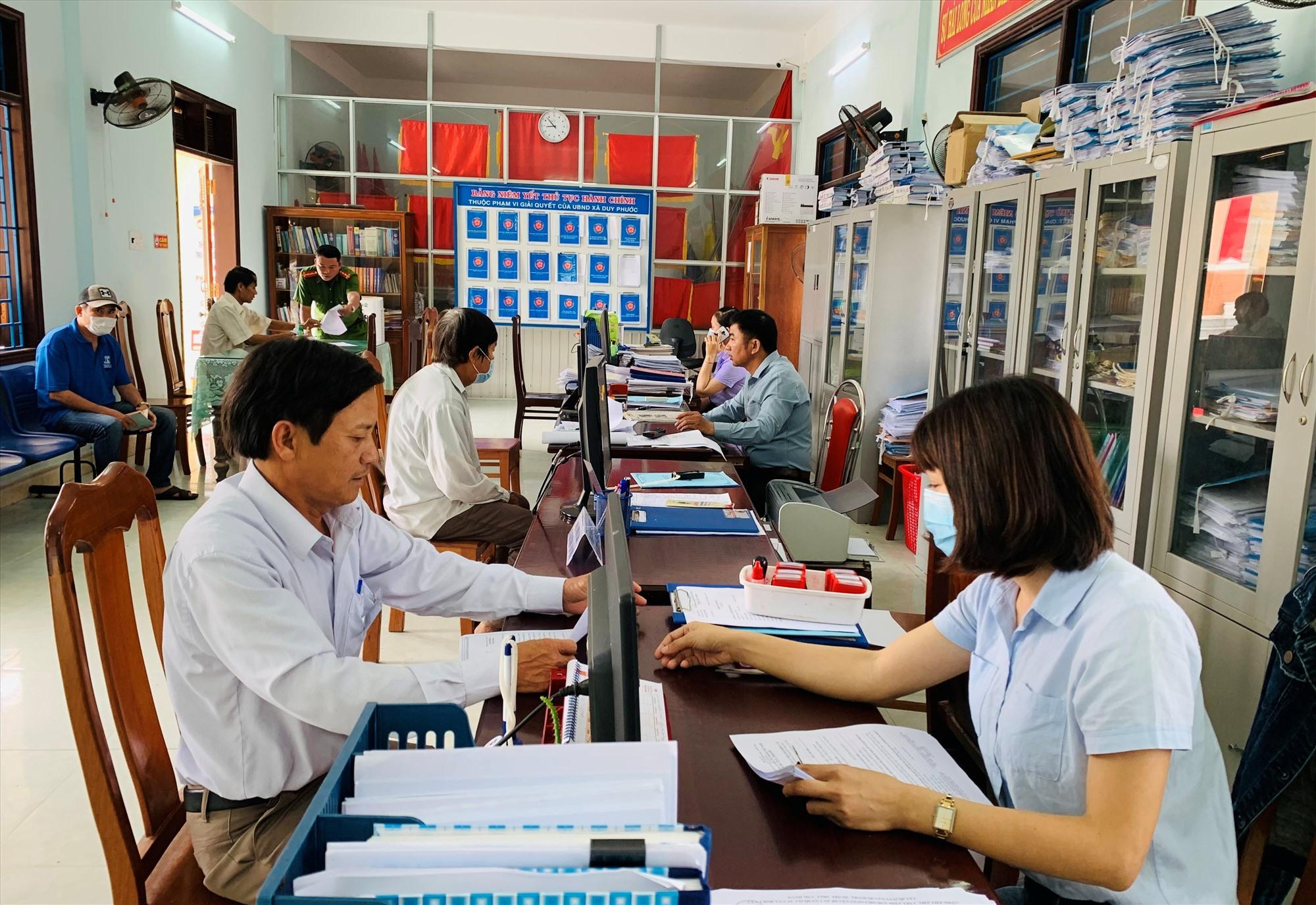 Thời gian qua, huyện Duy Xuyên tập trung thực hiện nhiều phần việc nhằm nâng cao chất lượng đội ngũ cán bộ. Ảnh: H.N