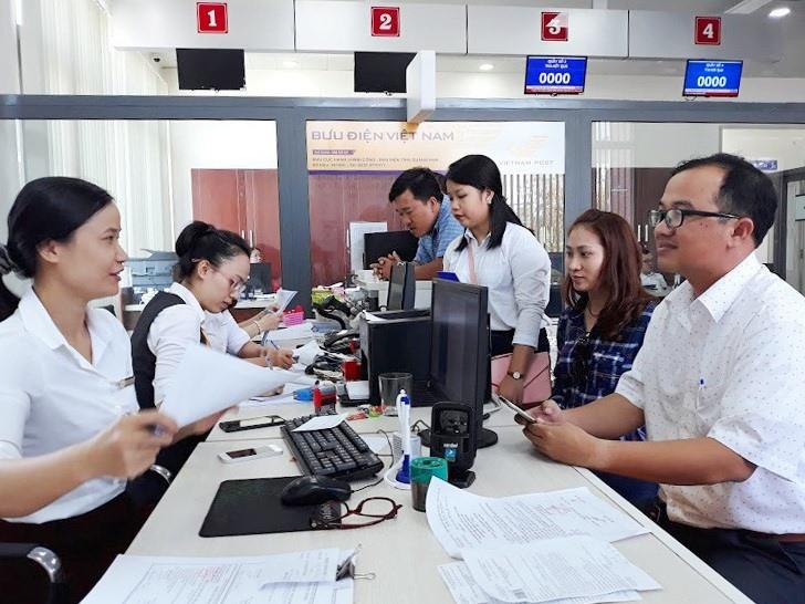 Bưu điện tỉnh tiếp nhận hồ sơ tại Trung tâm Hành chính công Quảng Nam (nay là Trung tâm Phục vụ hành chính công). Ảnh: C.N