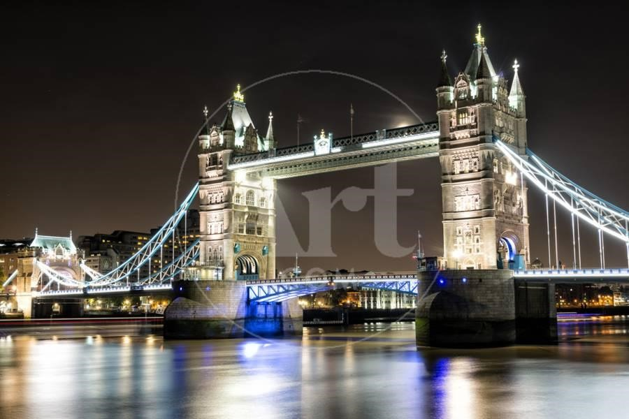 Tower Bridge across the Thames (London, England) is considered as the symbol of London and a precious architectural pearl. There is a double of towers in the middle of the bridge that can be lifted to unstop large ships going along the river.