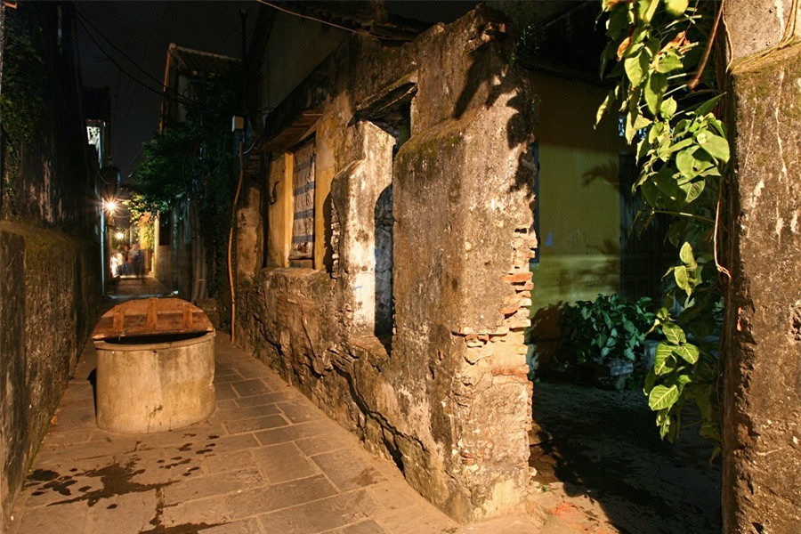 There are also some quiet places such as the alley connecting Bach Dang and Nguyen Thai Hoc street, where an ancient well is found.Photo: doanhnghiepvn.vn