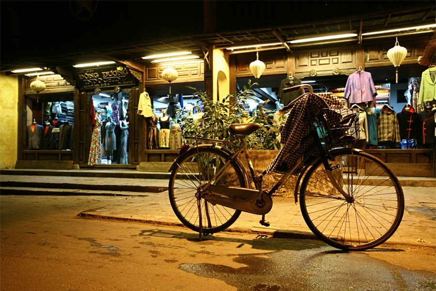 Hoi An is always peaceful at night. Bicycles can be left unlocked on the streets.Photo: doanhnghiepvn.vn