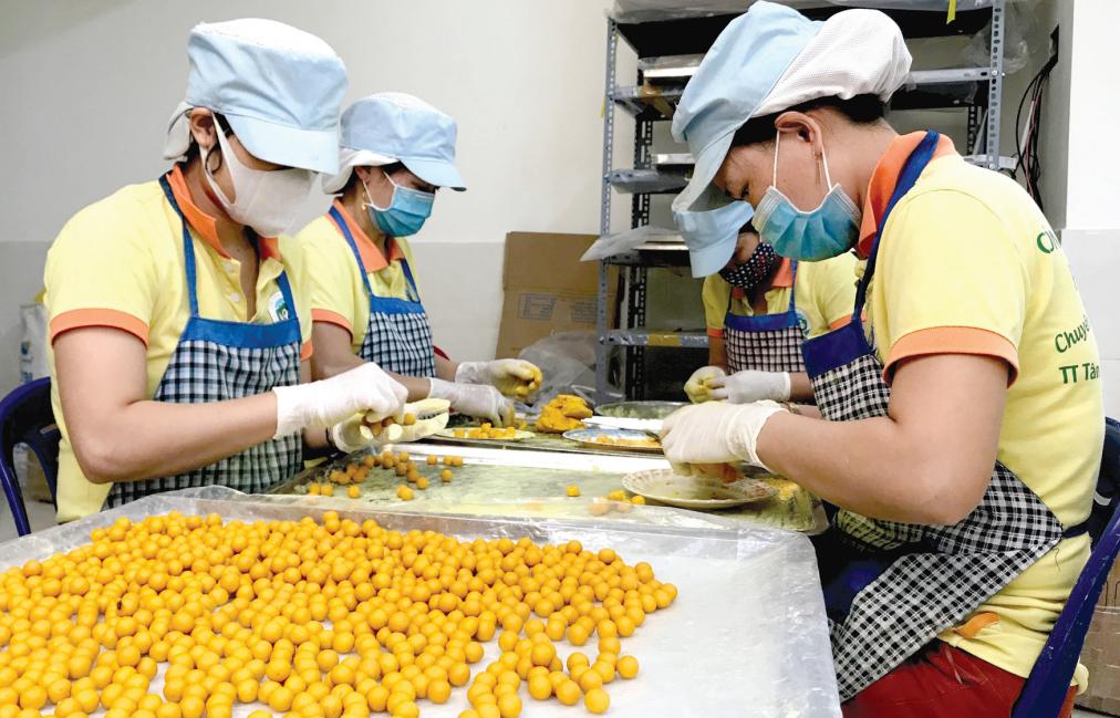 An toàn thực phẩm luôn là yêu cầu quan trọng hàng đầu trong chu trình sản xuất sản phẩm OCOP. Ảnh: XUÂN HIỀN