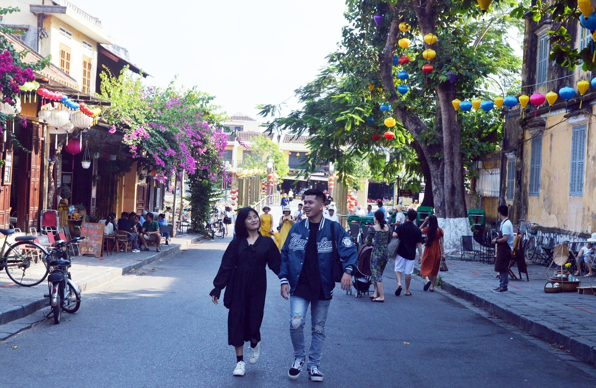 Tourists in Hoi An city