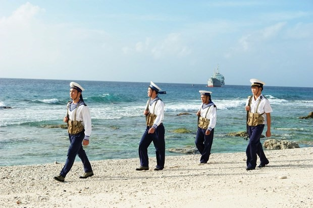 Vietnamese naval soldiers patrol to safeguard national sovereignty (Photo: VNA)