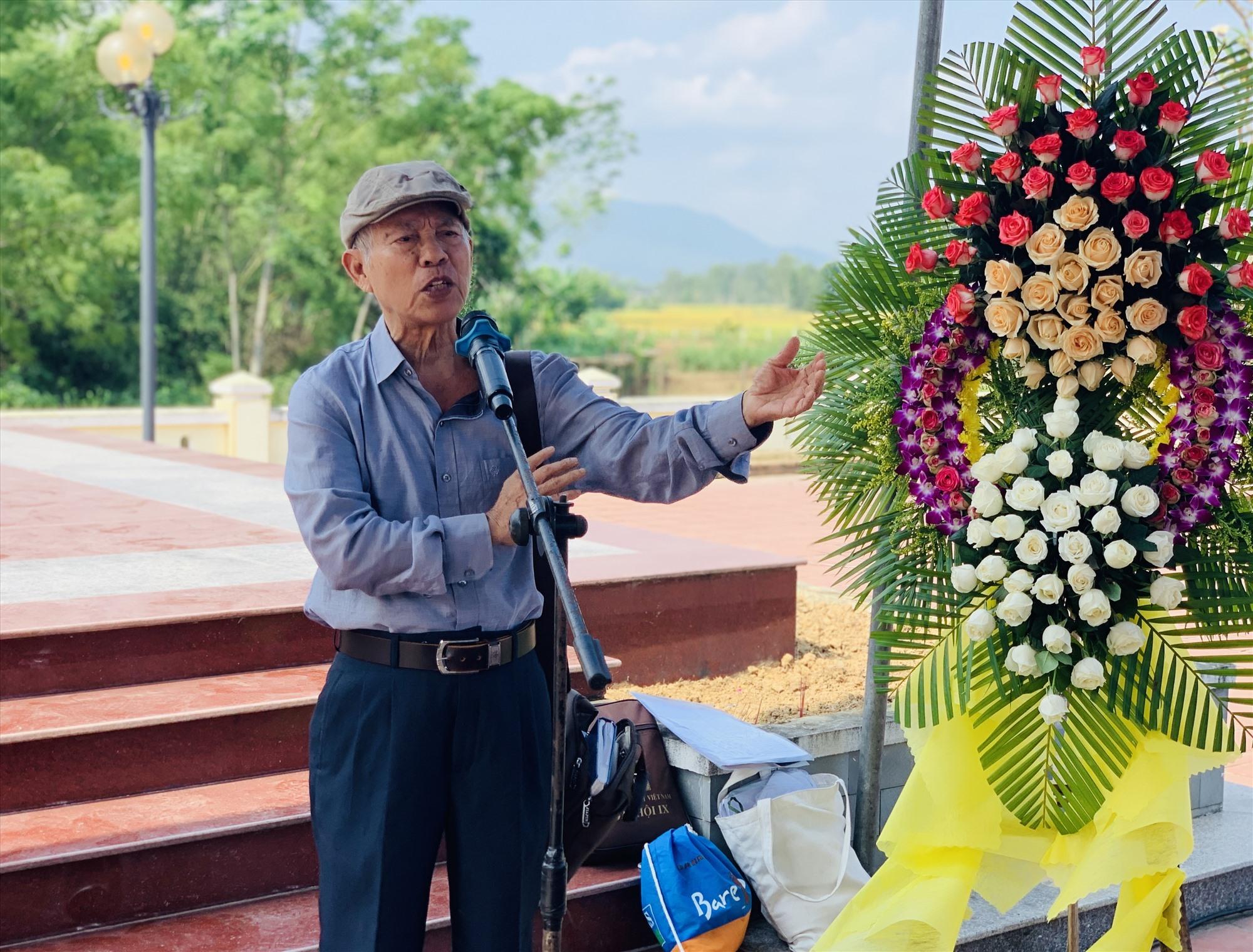 Nhà báo, nhà văn Hồ Duy Lệ kể một số câu chuyện về cuộc đời nhà báo, nhà văn Chu Cẩm Phong. Ảnh: T.S