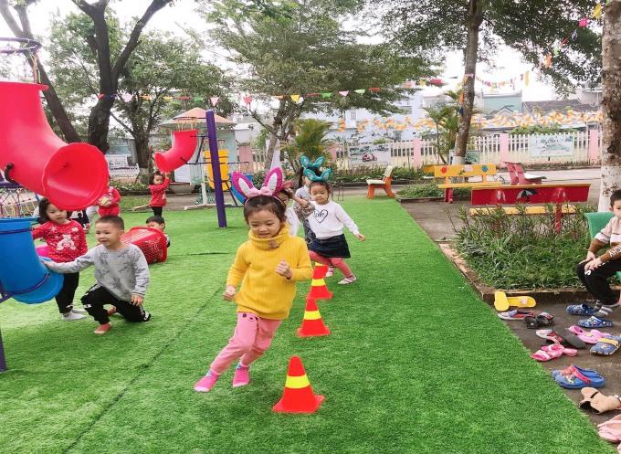 Trò chơi vận động giúp trẻ phát triển thể lực.