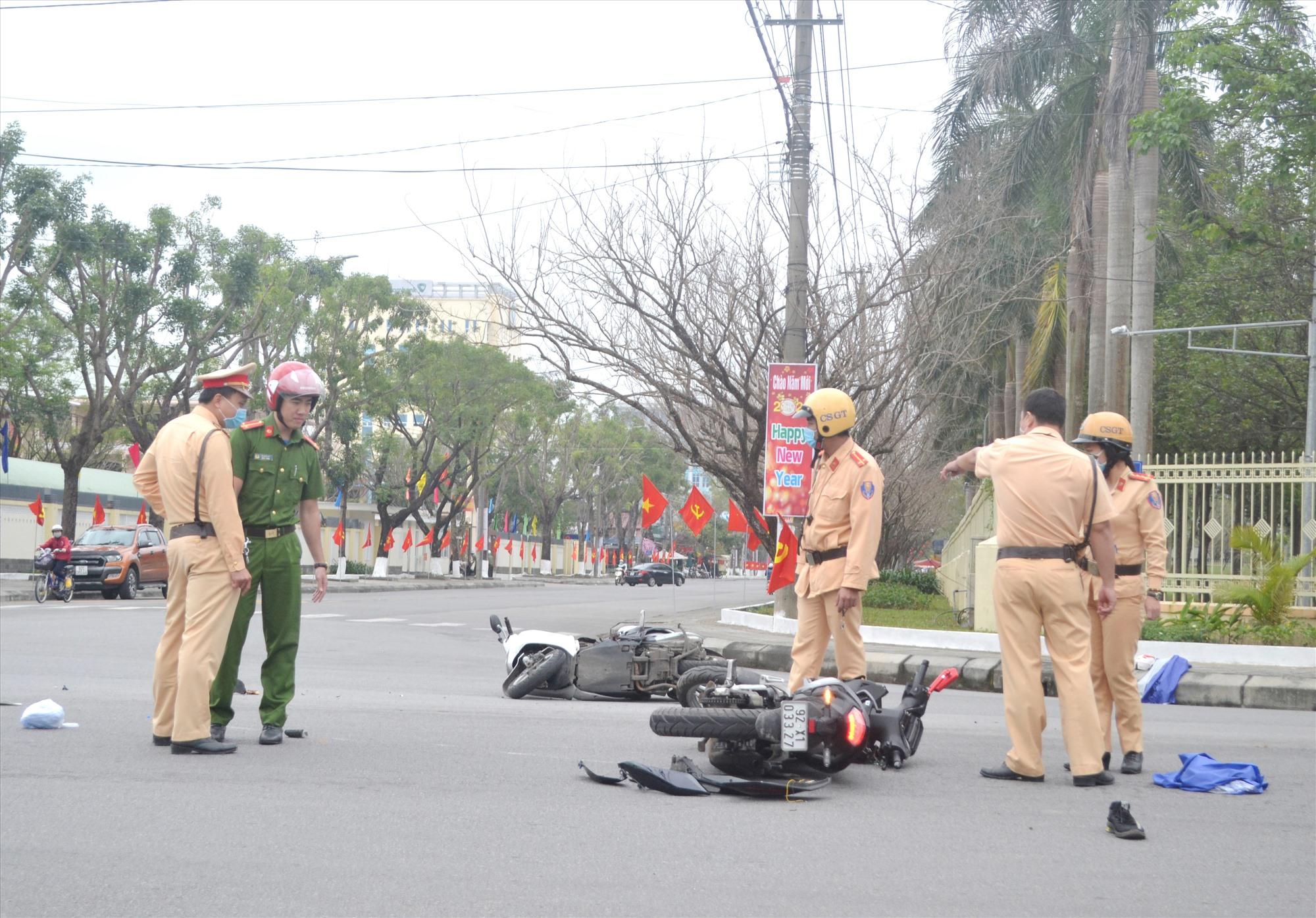 Một vụ TNGT xảy ra tại ngã tư đường Nguyễn Chí Thanh -Trần Hưng Đạo (TP.Tam Kỳ) vào cuối tháng 1.2021. Ảnh: C.T