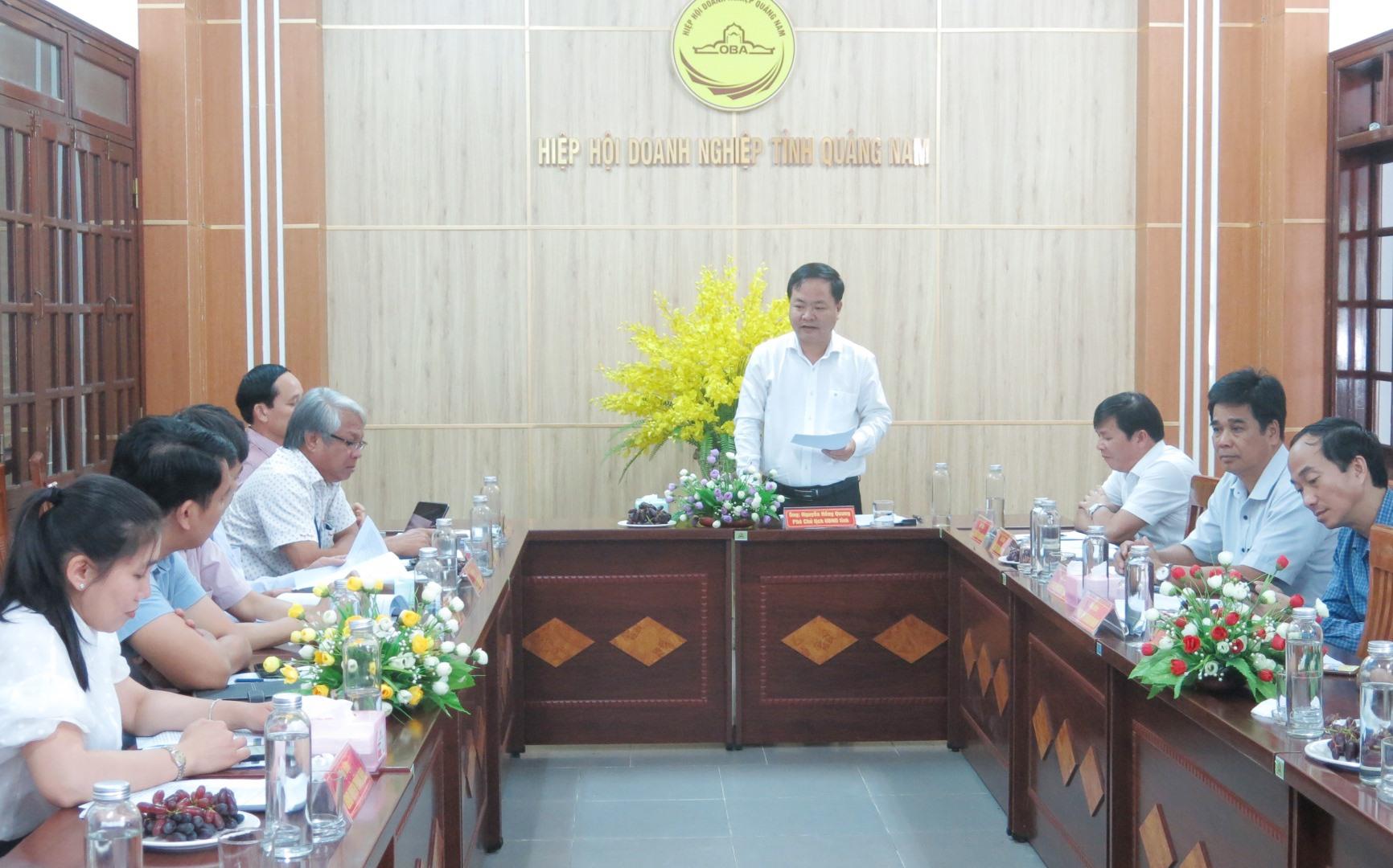 Phó Chủ tịch UBND tỉnh Nguyễn Hồng Quang chủ trì tiếp doanh nghiệp định kỳ tháng 4.2021. Ảnh: T.D