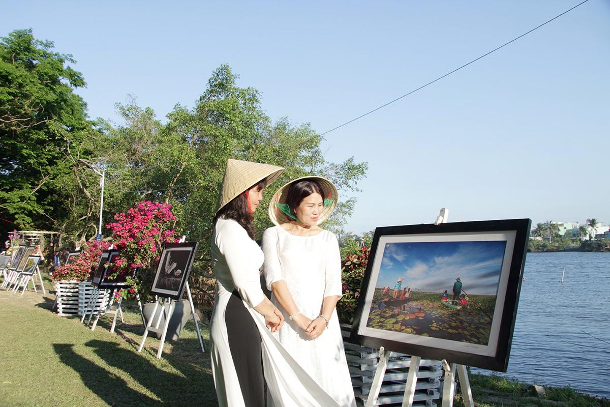 Không gian triển lãm những tác phẩm ảnh của CLB Nhiếp ảnh TP.Tam Kỳ.