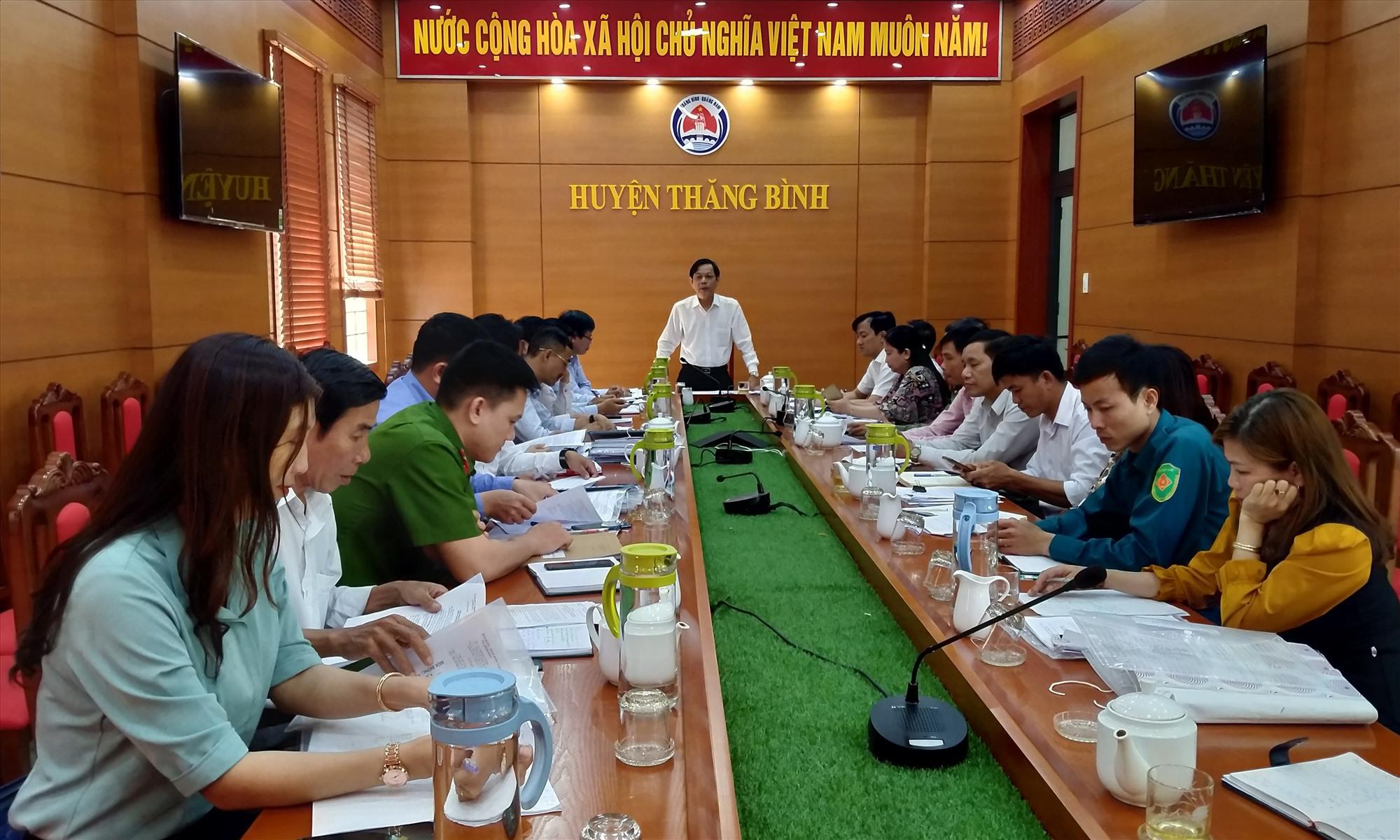 Đoàn kiểm tra do Trưởng ban Tổ chức Tỉnh ủy Nguyễn Chín làm trưởng đoàn có cuộc làm việc với UBBC xã Bình Đào và thị trấn Hà Lam chiều 25.3. Ảnh: N.Đ