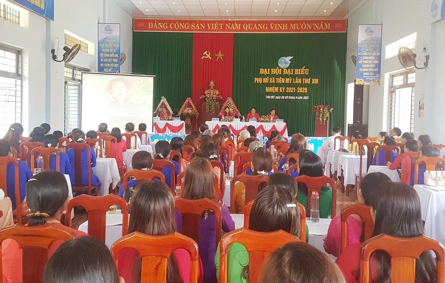 Đại hội đại biểu phụ nữ xã Tiên Mỹ diễn ra trong sáng nay 9.4. Ảnh: D.L