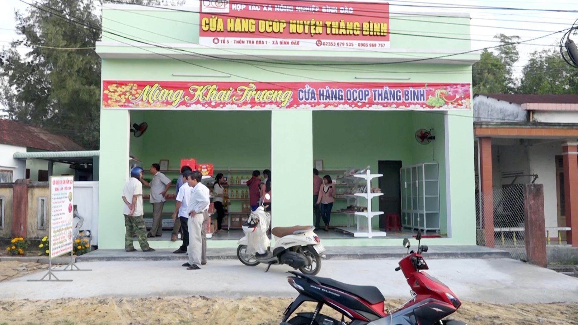 Đến cuối năm 2021, huyện Thăng Bình có 4 điểm bán hàng, điểm trưng bày sản phẩm OCOP. Ảnh: M.T