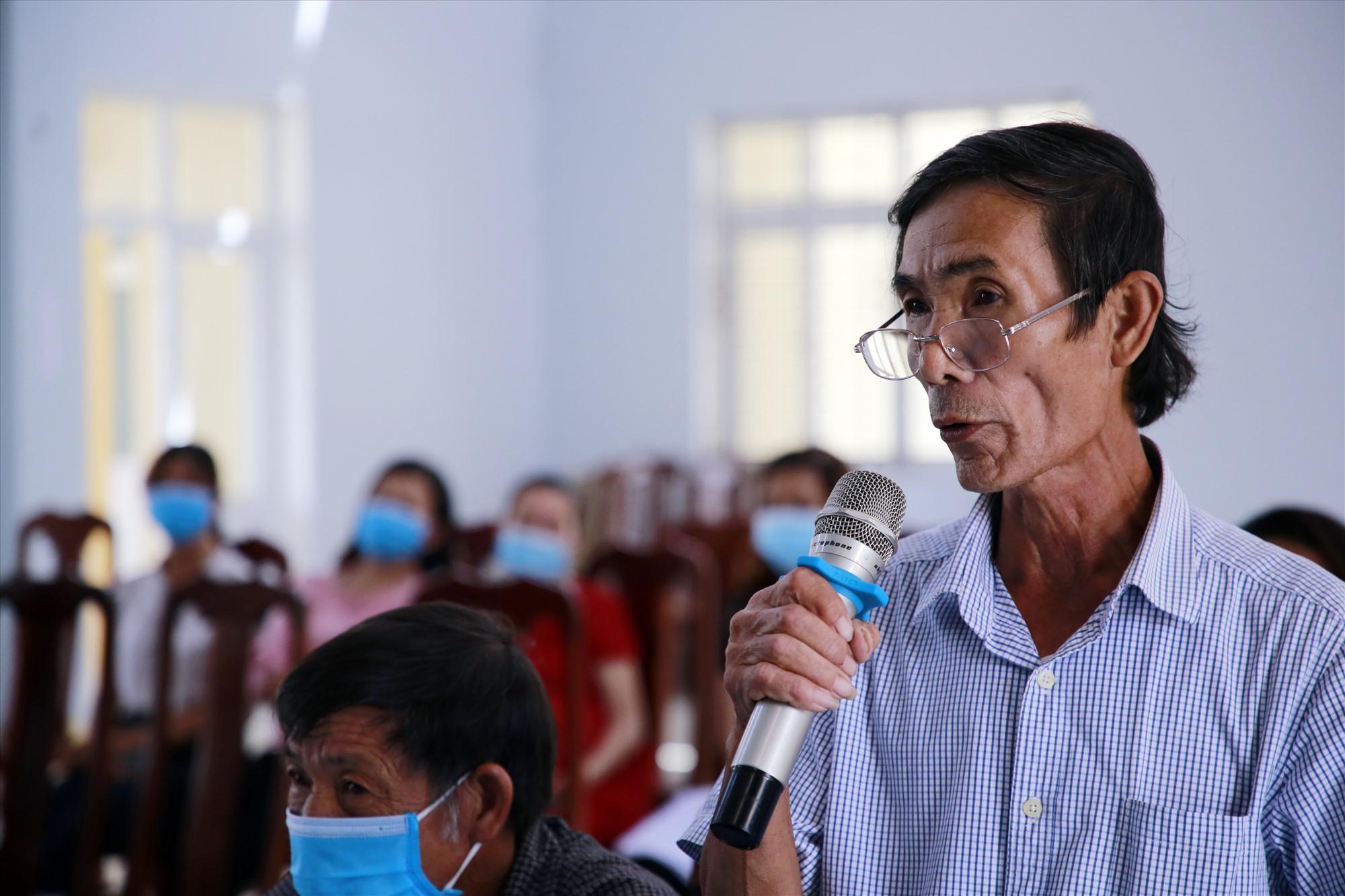 Cử tri Lê Đình Thiết đề nghị đại biểu nếu trúng cử cần quan tâm đến vấn đề môi trường ở xã đảo Tam Hải. Ảnh: Đ.C