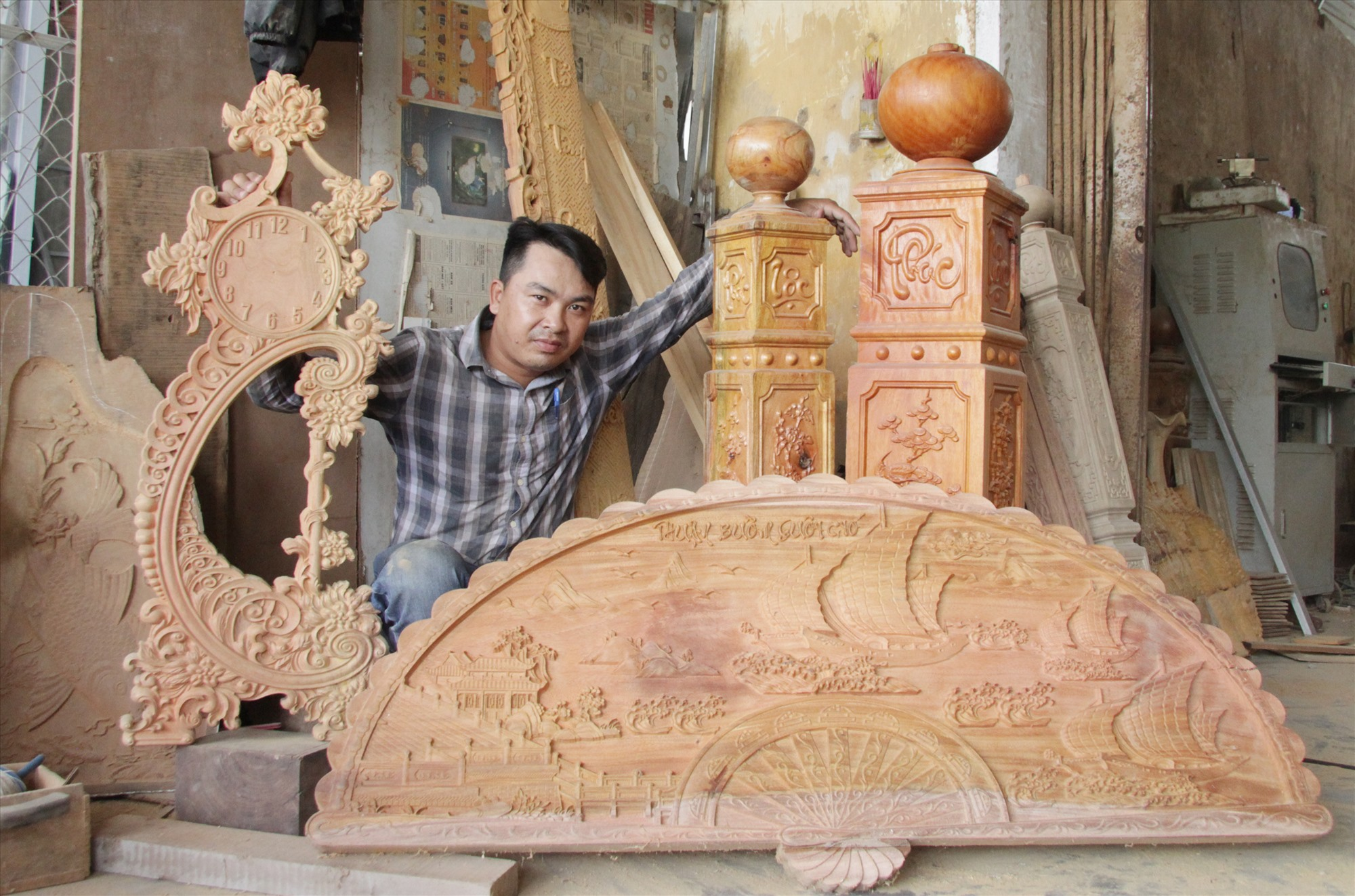 8X khởi nghiệp với nghề gỗ mỹ nghệ