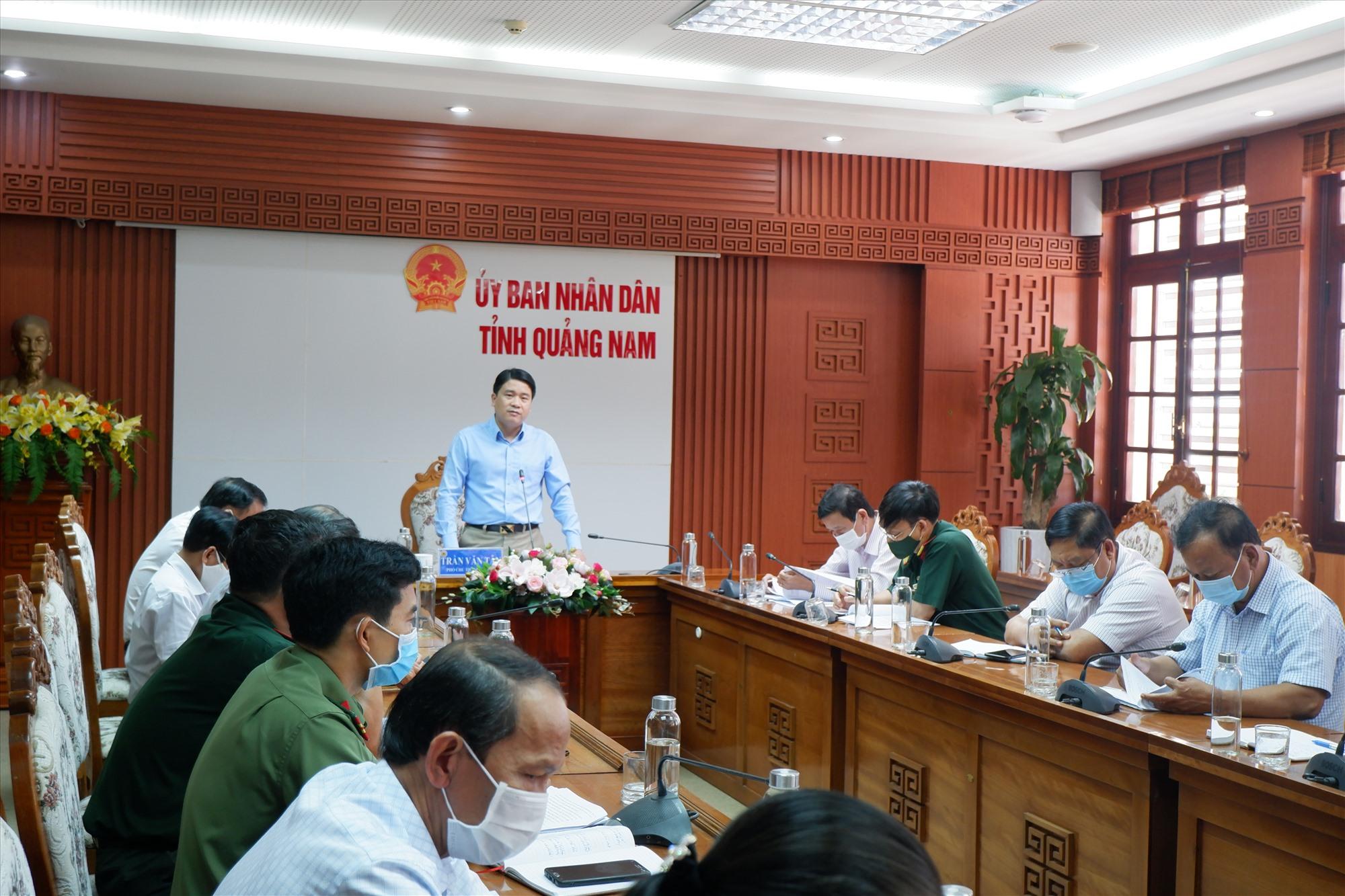 Phó Chủ tịch UBND tỉnh phát biểu chỉ đạo tại Hội nghị trực tuyến sáng 18.5. Ảnh: X.H