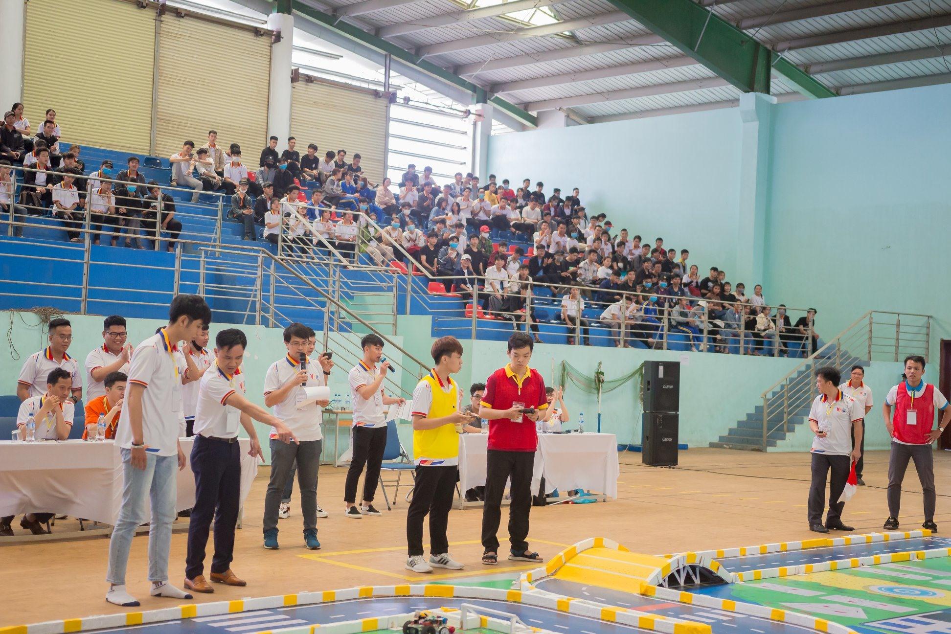 Cuộc thi Robocar là sân chơi học thuật truyền cảm hứng sáng tạo cho SV.