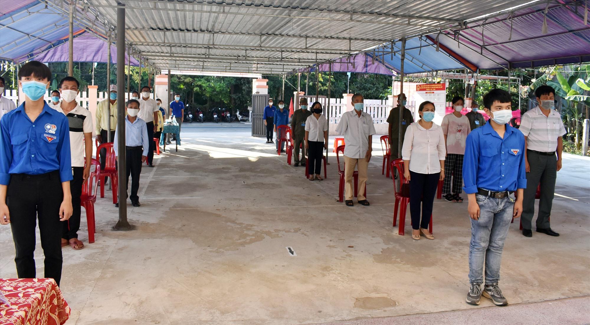 Nhằm đảm bảo công tác phòng chống dịch, Điện Bàn yêu cầu các tổ bầu cử chia cử tri thành nhiều nhóm bỏ phiếu các khoảng thời gian khác nhau và thực hiện giãn cách.