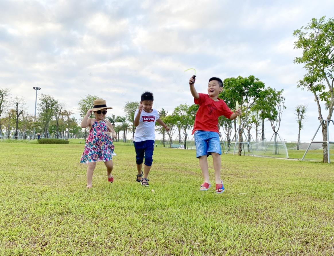 Trẻ em cần có không gian vui chơi. Ảnh: X.H