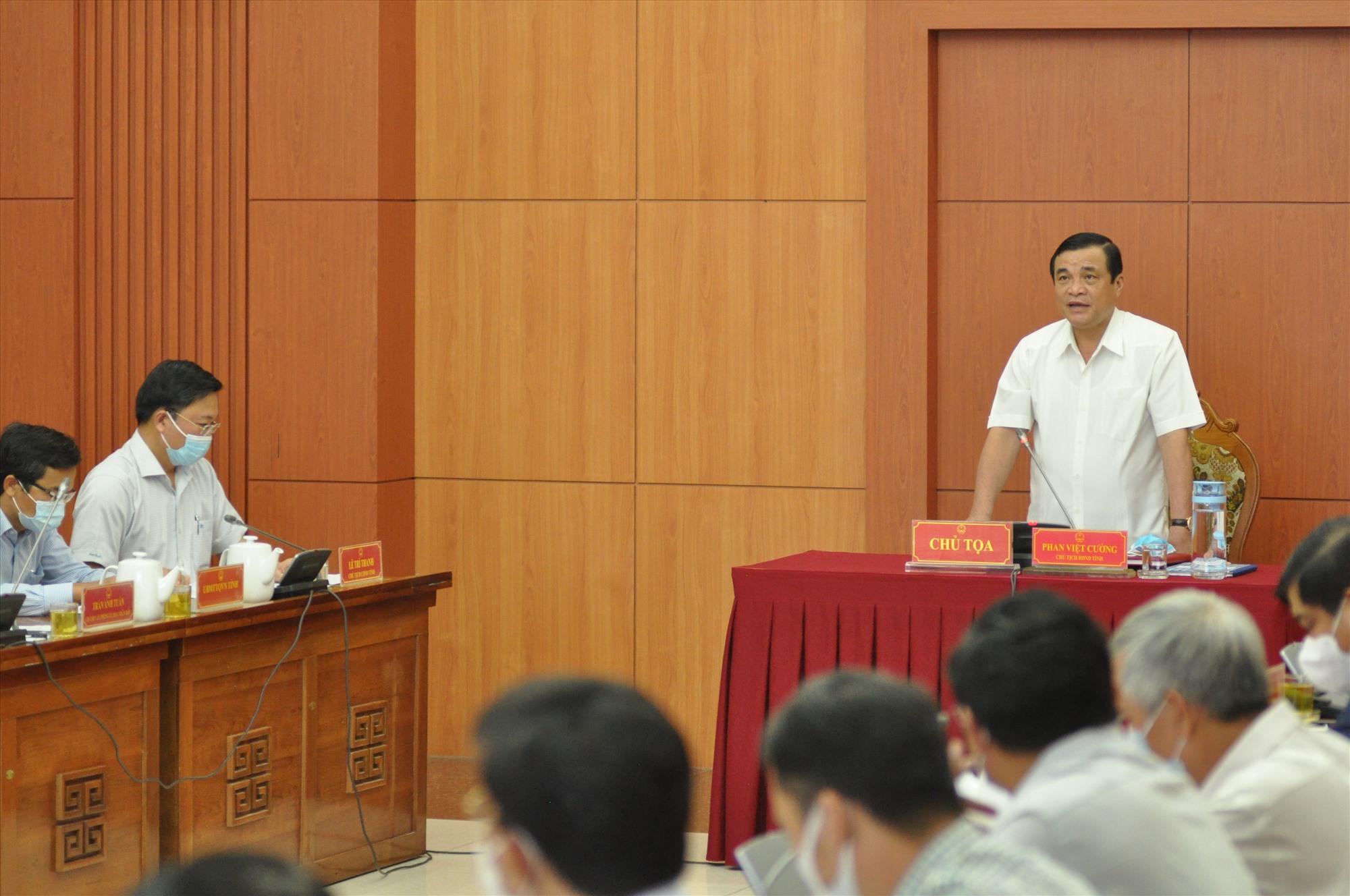 Bí thư Tỉnh ủy, Chủ tịch HĐND tỉnh Phan Việt Cường phát biểu tại phiên họp. Ảnh: X.P
