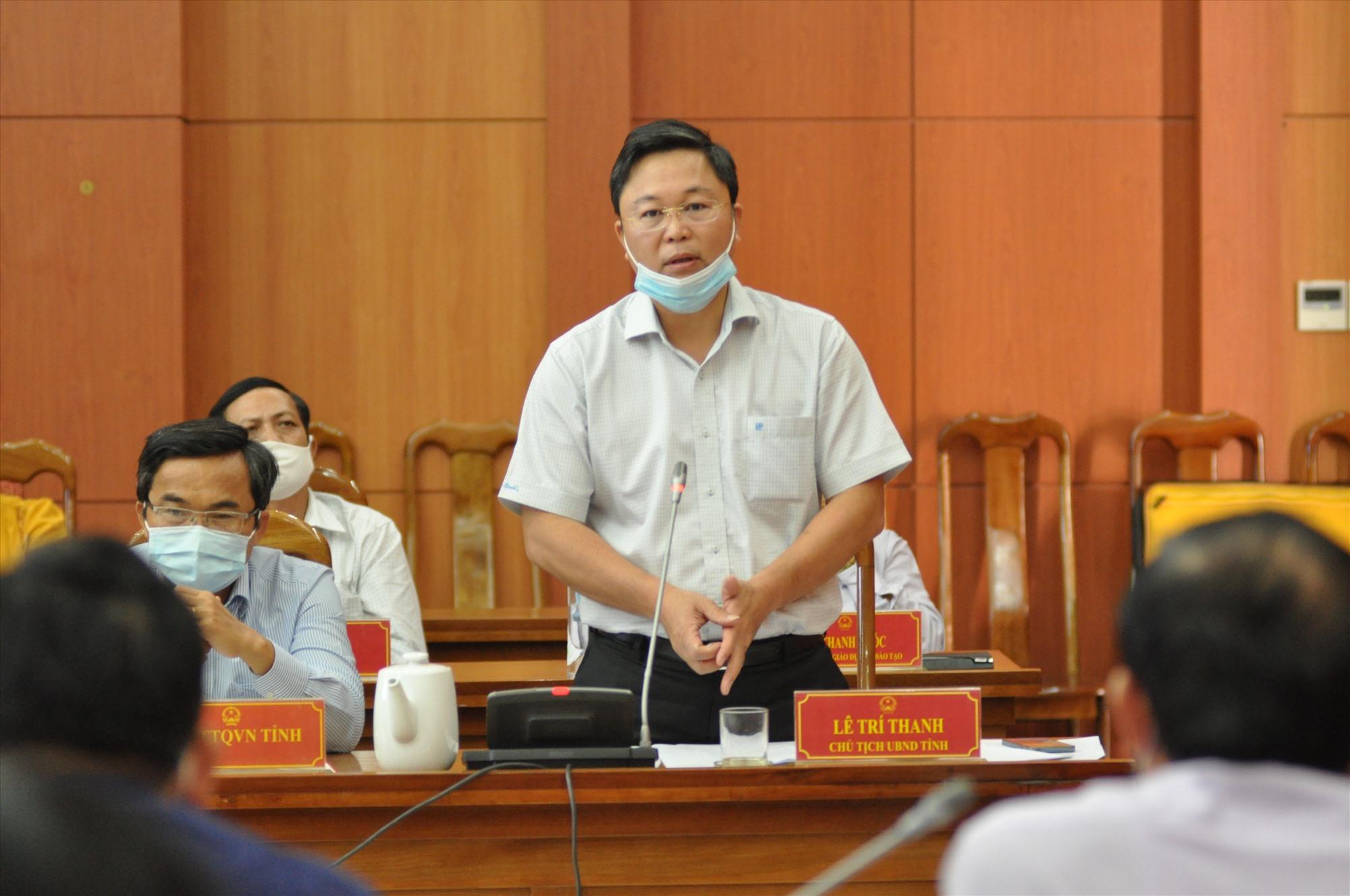 Chủ tịch UBND tỉnh Lê Trí Thanh phát biểu tại phiên họp. Ảnh: X.P