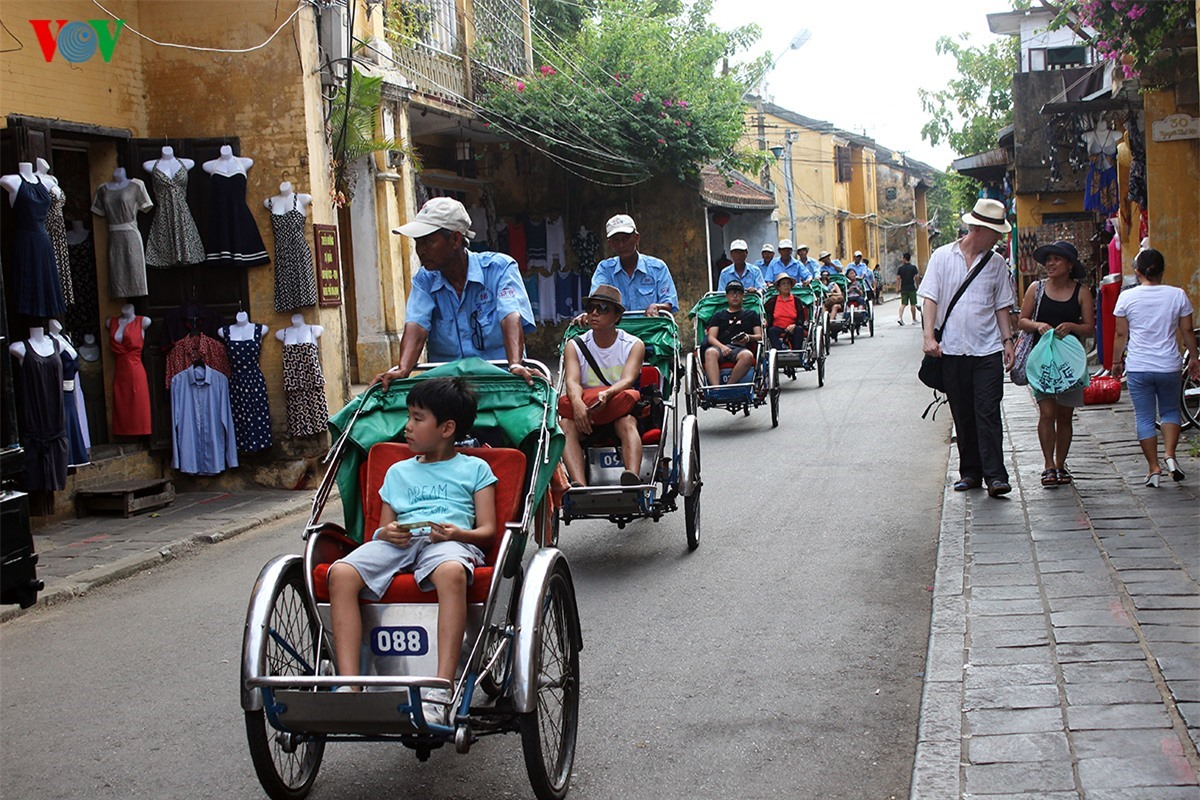 Cyclo is usually choosen for their visiting around the ancient quarter by visitors to Hoi An.