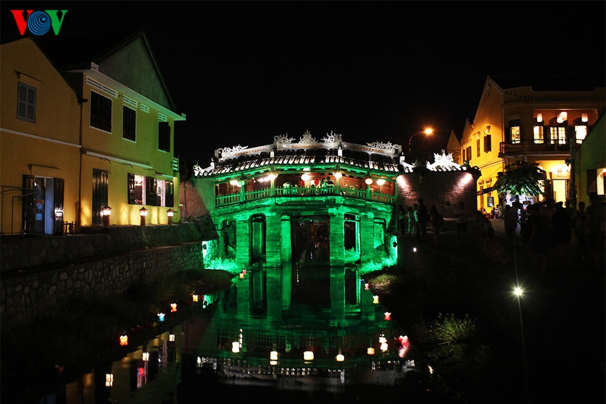 Japanese Bridge is the symbol of Hoi An. It was recognised as a national cultural heritage in 1990.
