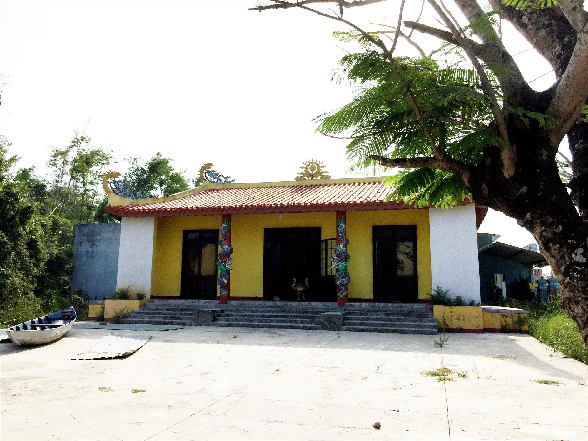 Đình làng Đoan Trai phục dựng trên nền cũ. Ảnh: PHÚ BÌNH