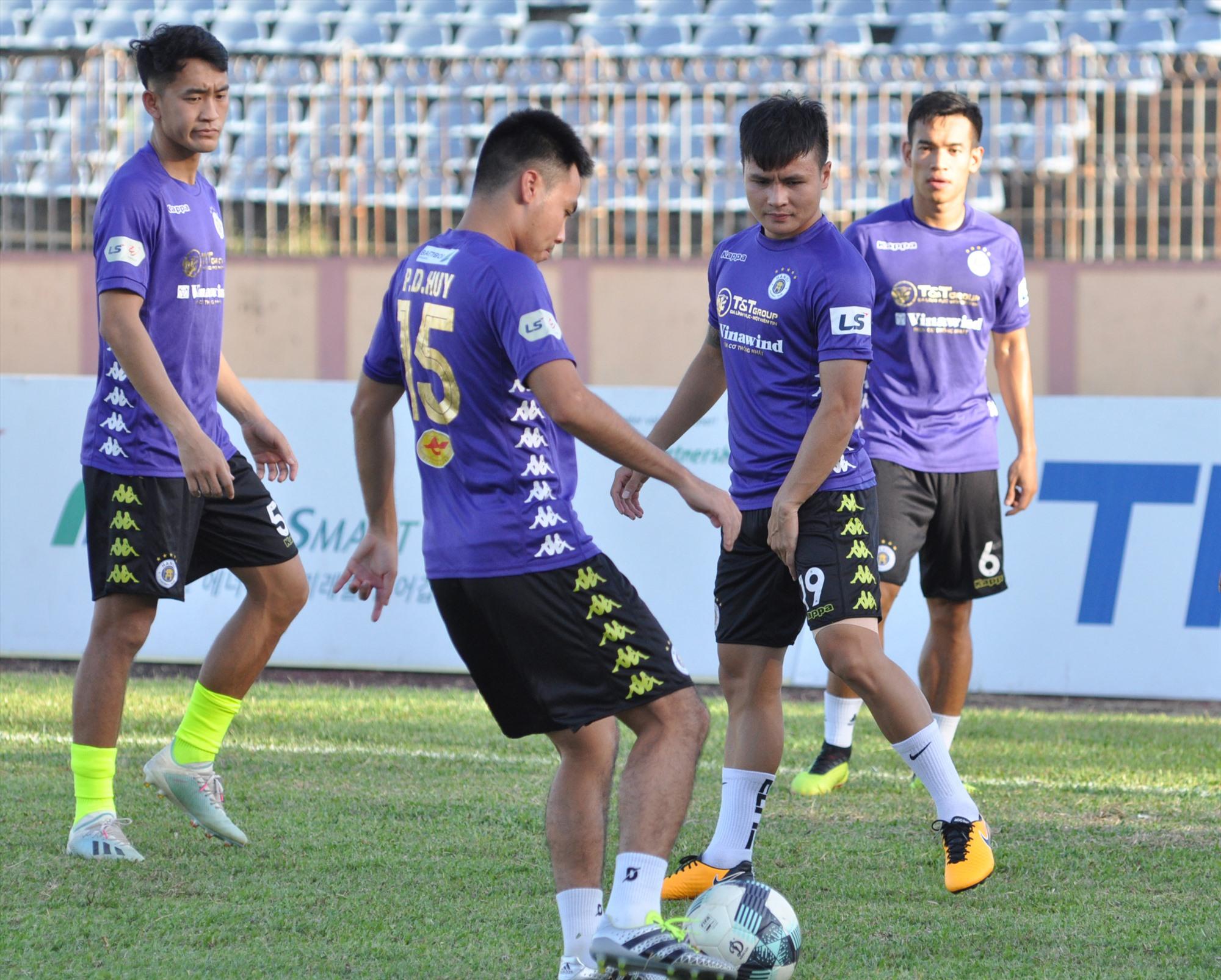 Nếu Hà Nội phải thi đấu nhóm trụ hạng là điều khó ai nghĩ tới trước mùa giải. Ảnh: A.SẮC