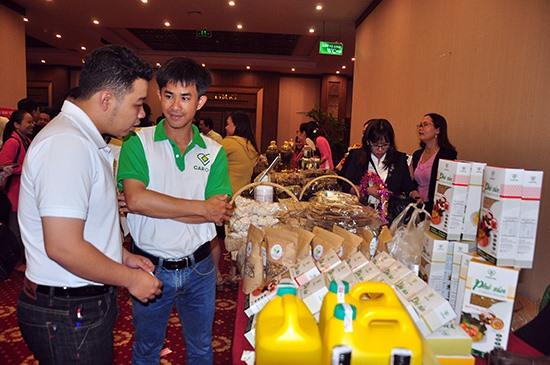 Trưng bày sản phẩm khởi nghiệp tại Ngày hội khởi nghiệp Quảng Nam năm 2018. Ảnh: VINH ANH