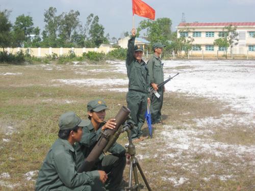 Lực lượng dân quân được huấn luyện thường xuyên để sẵn sàng chiến đấu khi có tình  huống xảy ra.                                Ảnh: C.T.A