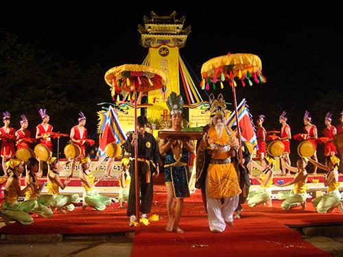 Hội An gìn giữ được văn hóa từ ý thức bảo tồn di sản của cha ông và sức sống văn hóa trong mỗi người dân.Ảnh: QUỐC HẢI