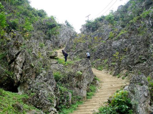 Đường vào thung lũng Ngườm Ngao.