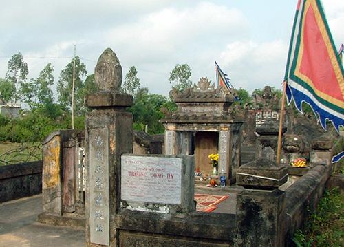 Ngôi mộ cụ Trương Công Hy. Ảnh: T.Đ.T