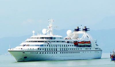 Tàu du lịch Seabourn Pride cập cảng Tiên Sa (Đà Nẵng). Ảnh: Nguyên Khôi