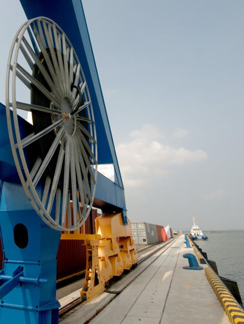 Khu hậu cần cảng rộng hơn 100 héc ta, cách quốc lộ 1 chỉ 2,5 ki lô mét.