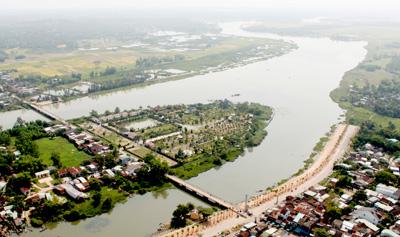 Ngả sông Bàn Thạch dẫn vào chợ Vạn. Ảnh: H.X.H