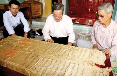 Sắc phong ban tặng tộc Phạm thời Minh Mạng.Ảnh: MỘC MIÊN