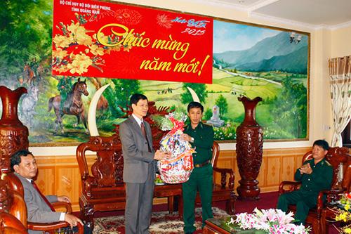 Phó Bí thư Thường trực Tỉnh ủy, Chủ tịch HĐND tỉnh Nguyễn Văn Sỹ chúc tết BĐBP Quảng Nam.