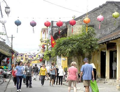 Đường phố Hội An luôn tràn ngập du khách trong những ngày Tết Qúy Tỵ.