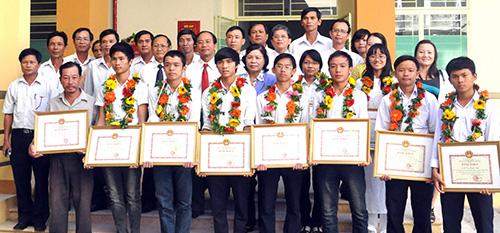 Năm nào Quảng Nam cũng có nhiều học sinh đỗ thủ khoa đại học, nhưng lại không giành được giải cao tại kỳ thi HS giỏi quốc gia.Trong ảnh: Các thủ khoa đại học năm 2012. Ảnh: X.PHÚ