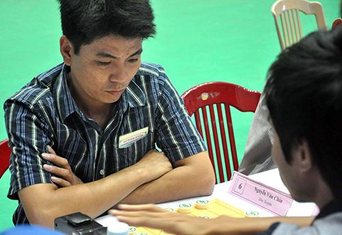 Kỳ thủ Văn Chín (Duy Xuyên) tạo ra bất ngờ lớn khi đoạt ngôi vô địch.