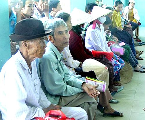 Bệnh nhân tìm đến Trung tâm y tế huyện Phú Ninh ngày càng đông.